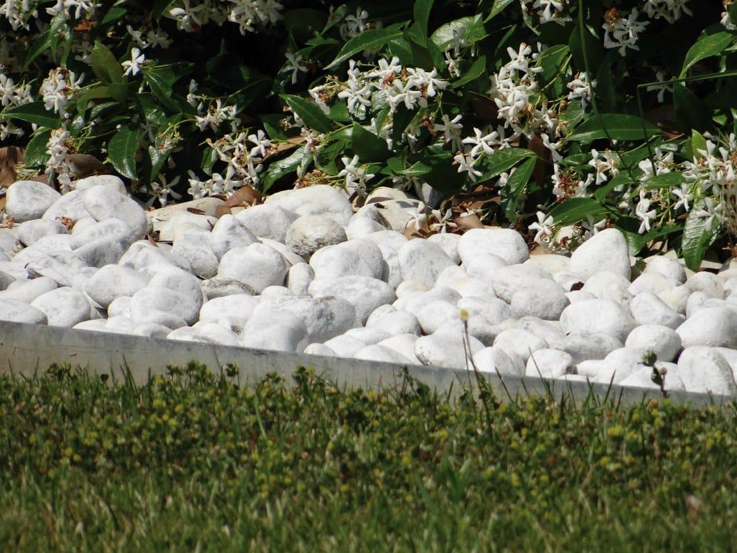 Bordura per aiuole in alluminio alubord by granulati zandobbio for Sassi per bordure giardino