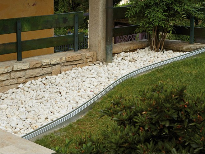 Aluminium lawn edging alubord by granulati zandobbio for Bordure de jardin en aluminium