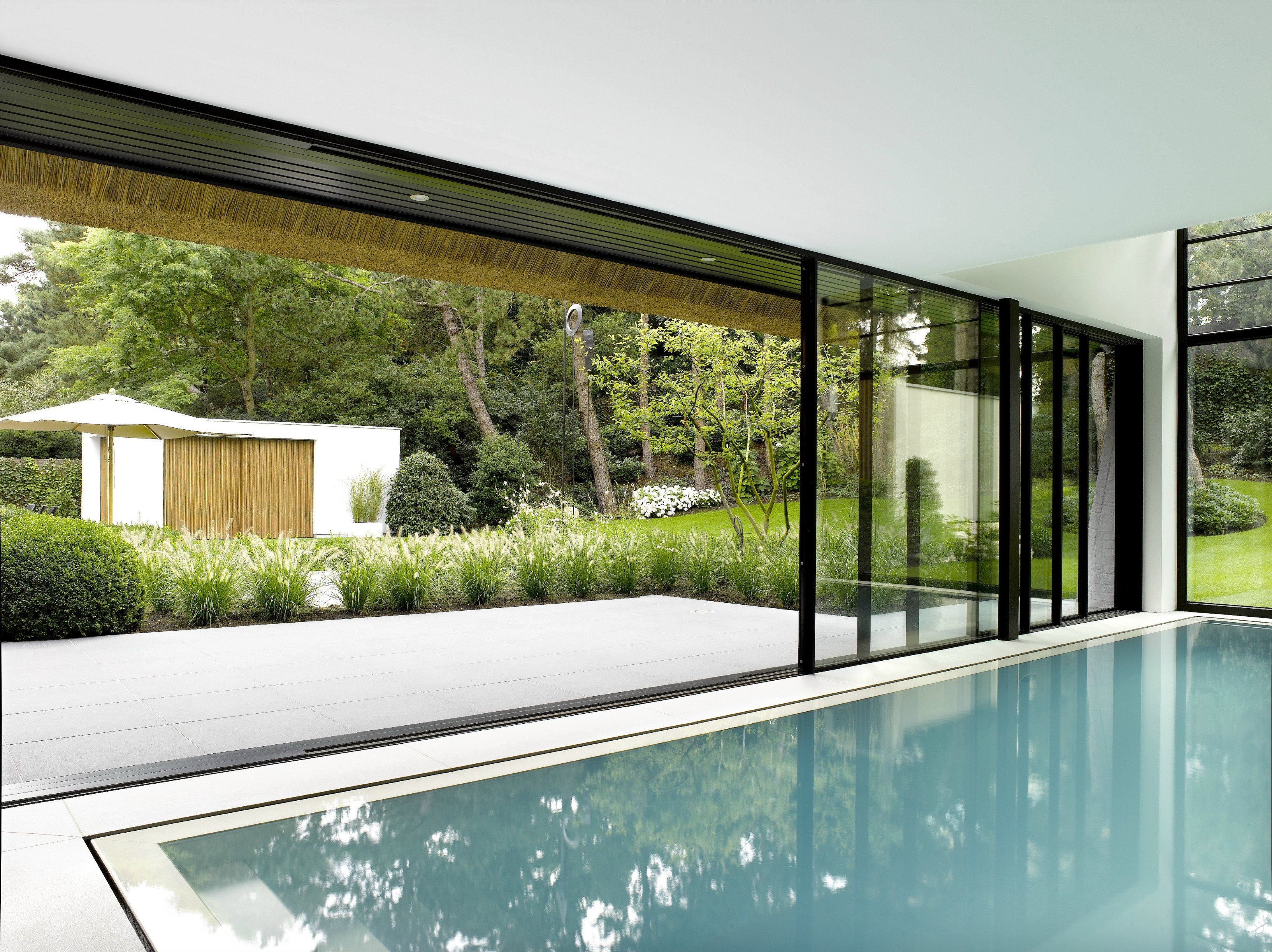 Fen tre coulissante en aluminium keller minimal windows 4 for Fenetre windows 8