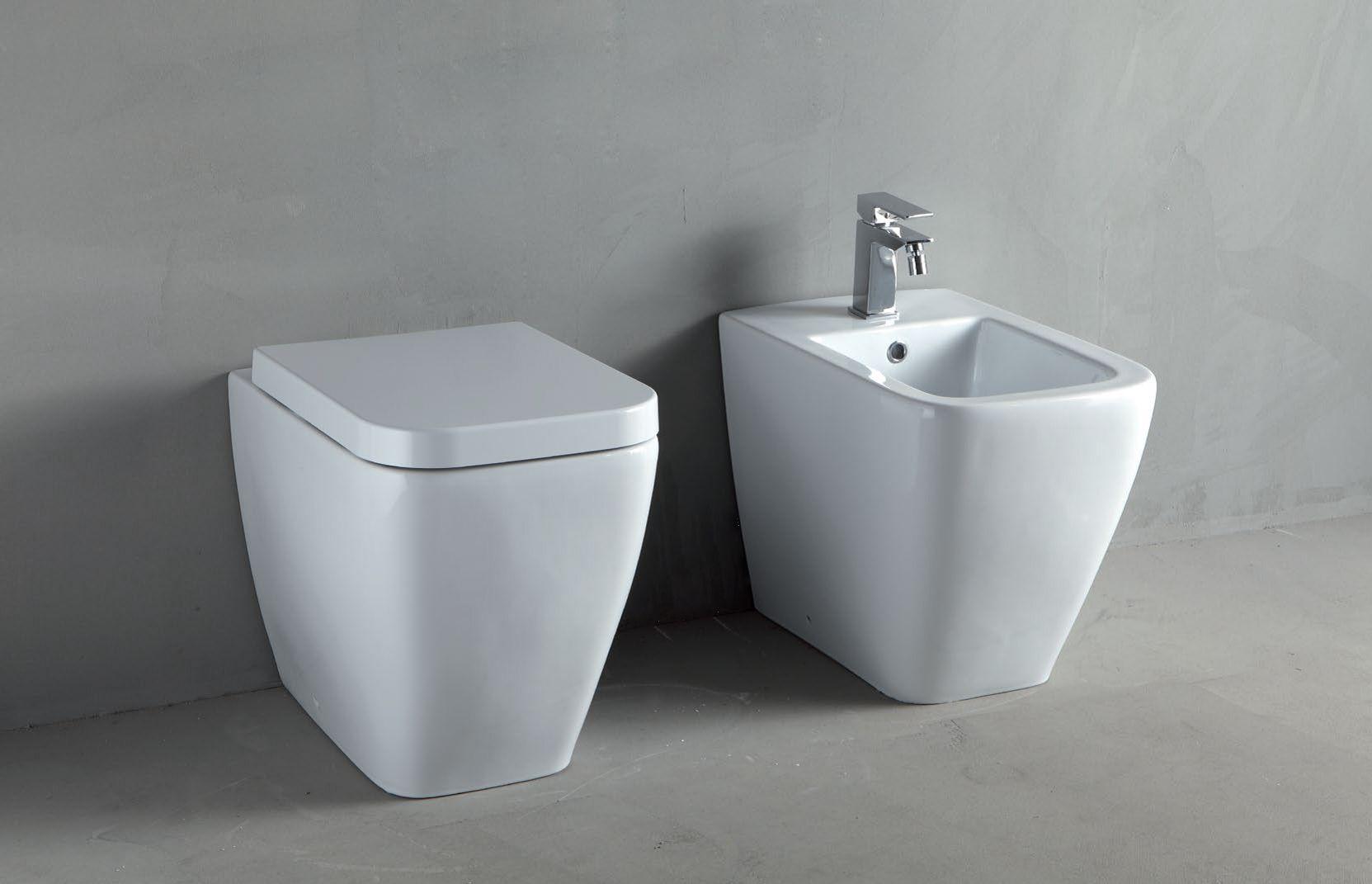 Thin toilet by rifra for Sanitari bagno