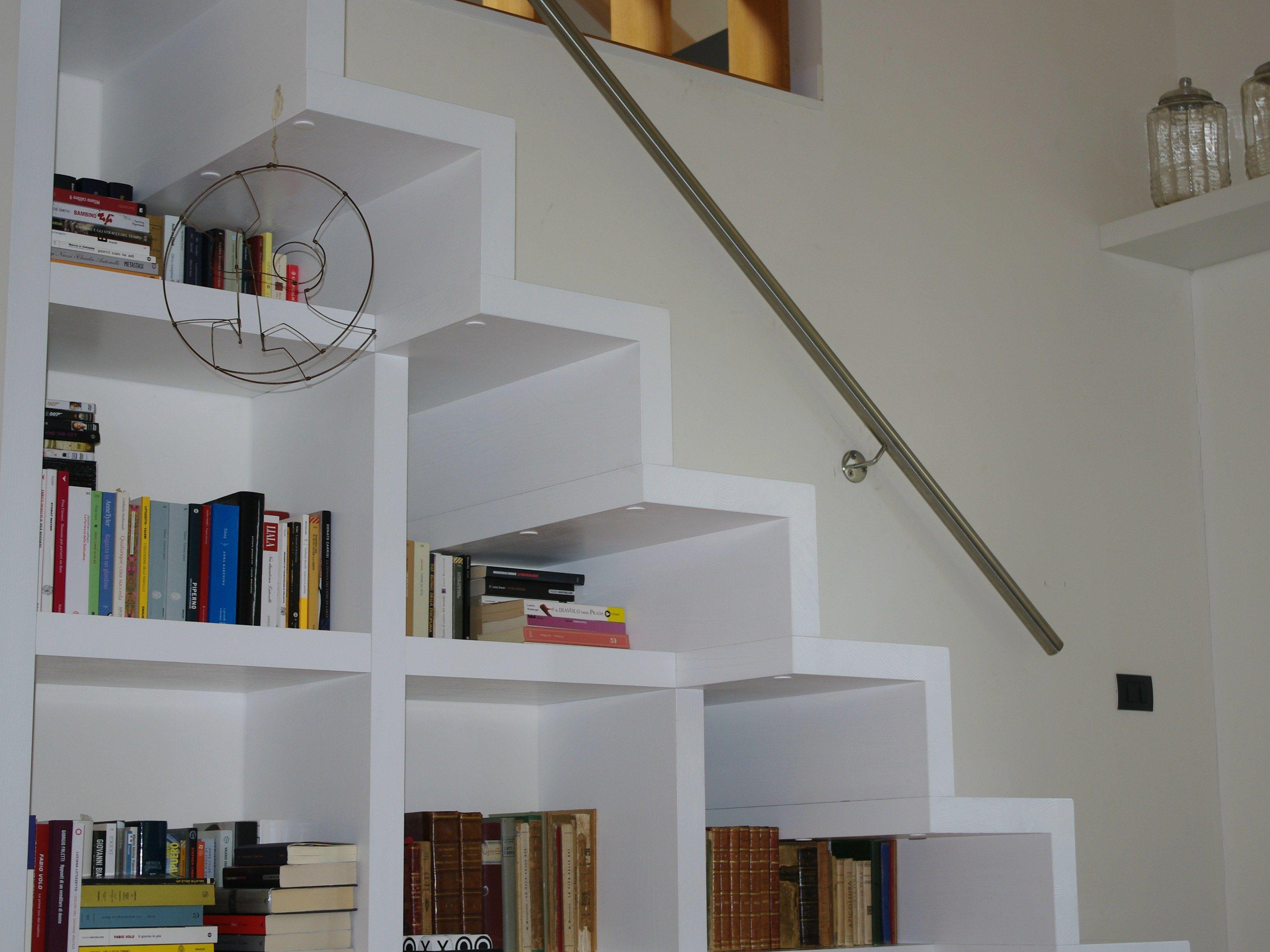 Scala in legno integrabile con elementi d 39 arredo scala for Scale per librerie in legno