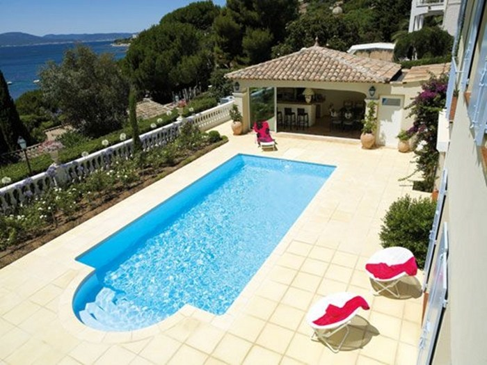 Piscine enterr e desjoyaux piscine rectangulaire by for Accessoire piscine desjoyaux