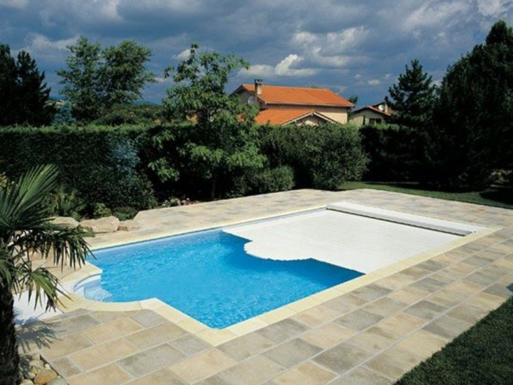Plain swimming pool cover desjoyaux swimming pool cover by for Piscine desjoyaux