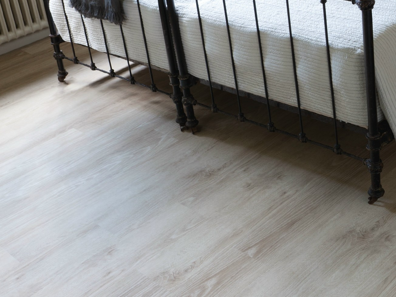rev tement de sol auto adh sif extra fin en vinyle senso clic ligne lvt flottante by gerflor. Black Bedroom Furniture Sets. Home Design Ideas