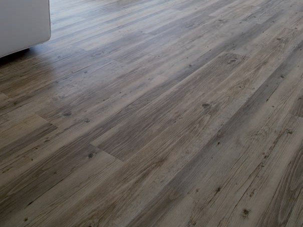 Vinyl flooring with wood effect creation clic system luxury vinyl tiles planks line by gerflor for Parquet pvc gerflor