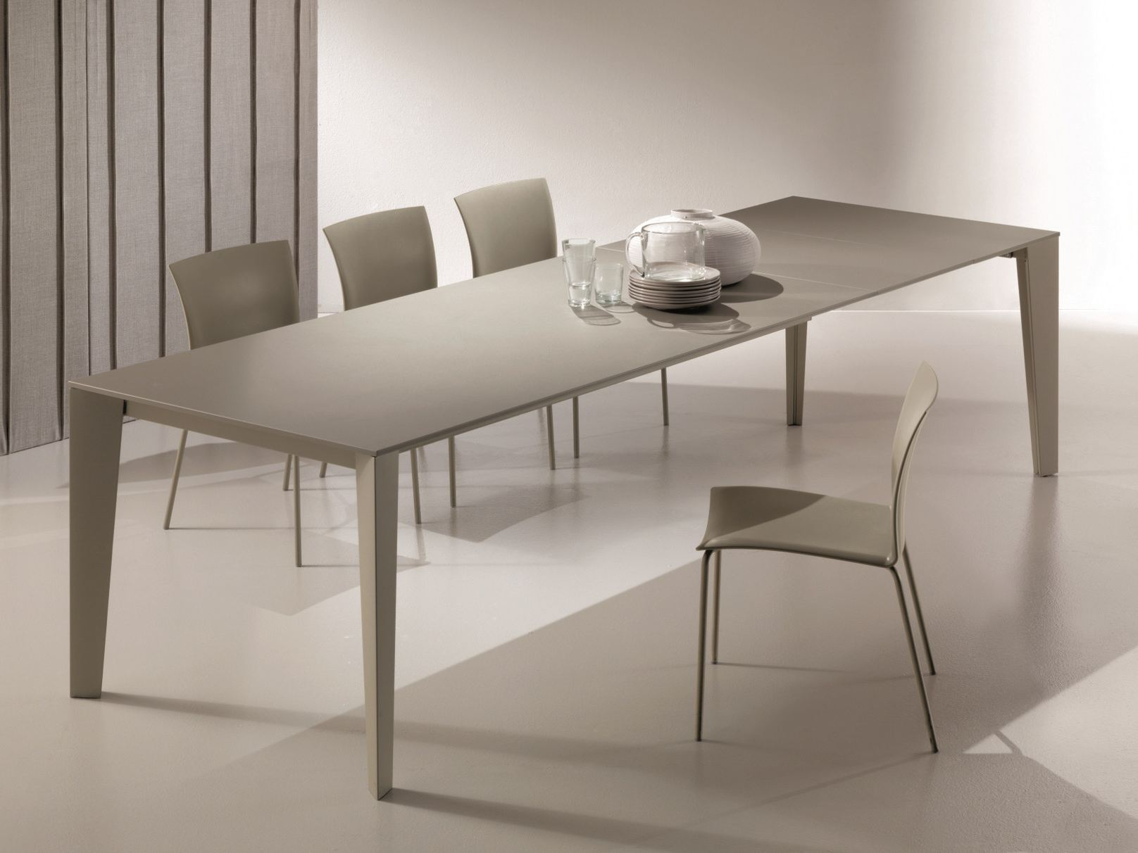 extending dining table cruz tables collection by bontempi. Black Bedroom Furniture Sets. Home Design Ideas