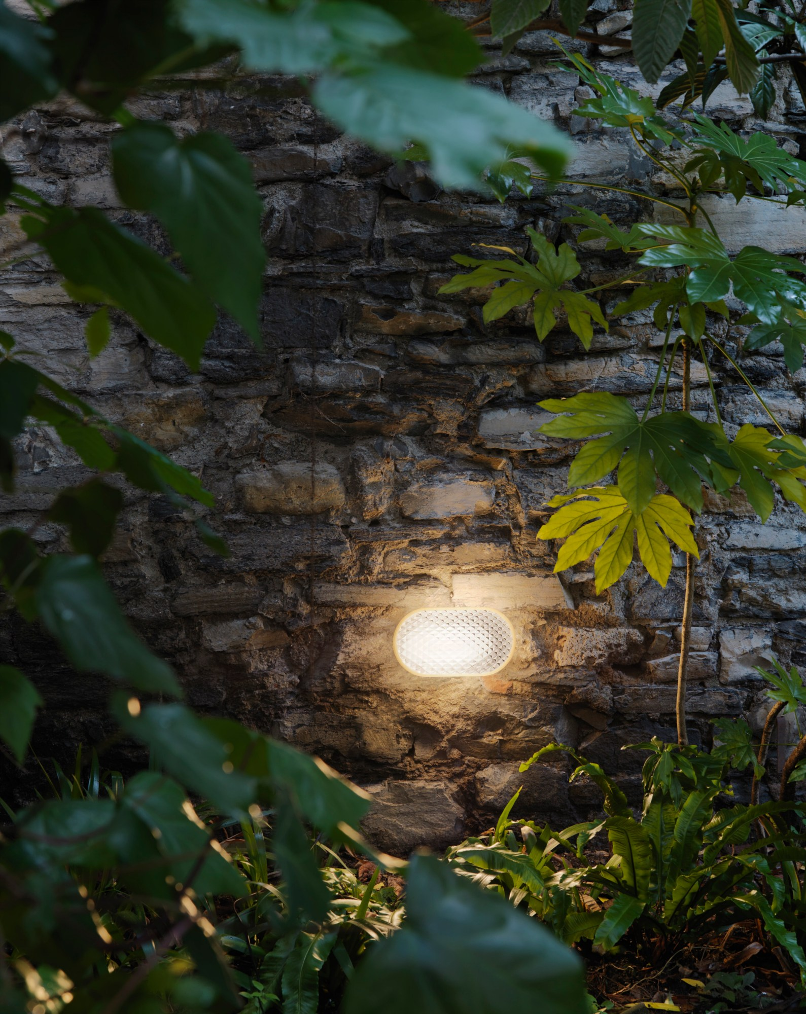Led technopolymer wall lamp vitro by fontanaarte design - Fontana arte corsico ...