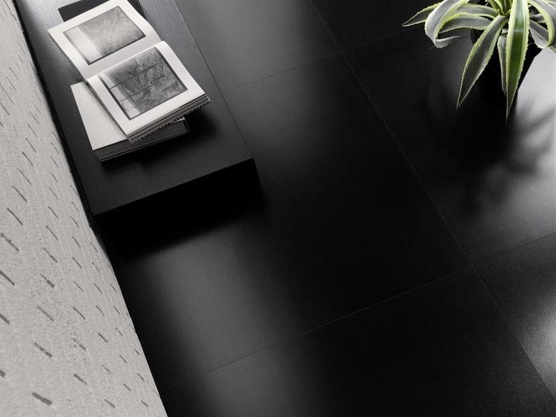frostsicher wand und bodenbelag aus laminiertem feinsteinzeug kerlite black white by cotto d 39 este. Black Bedroom Furniture Sets. Home Design Ideas
