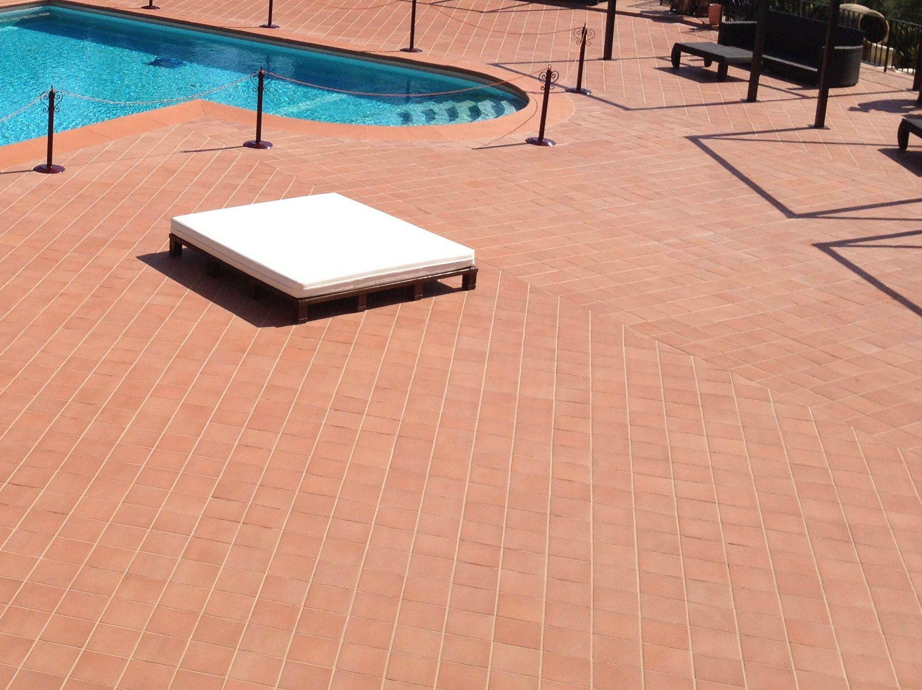 Pavimento in cotto per interni ed esterni rosato natura by - Piastrelle in cotto prezzi ...