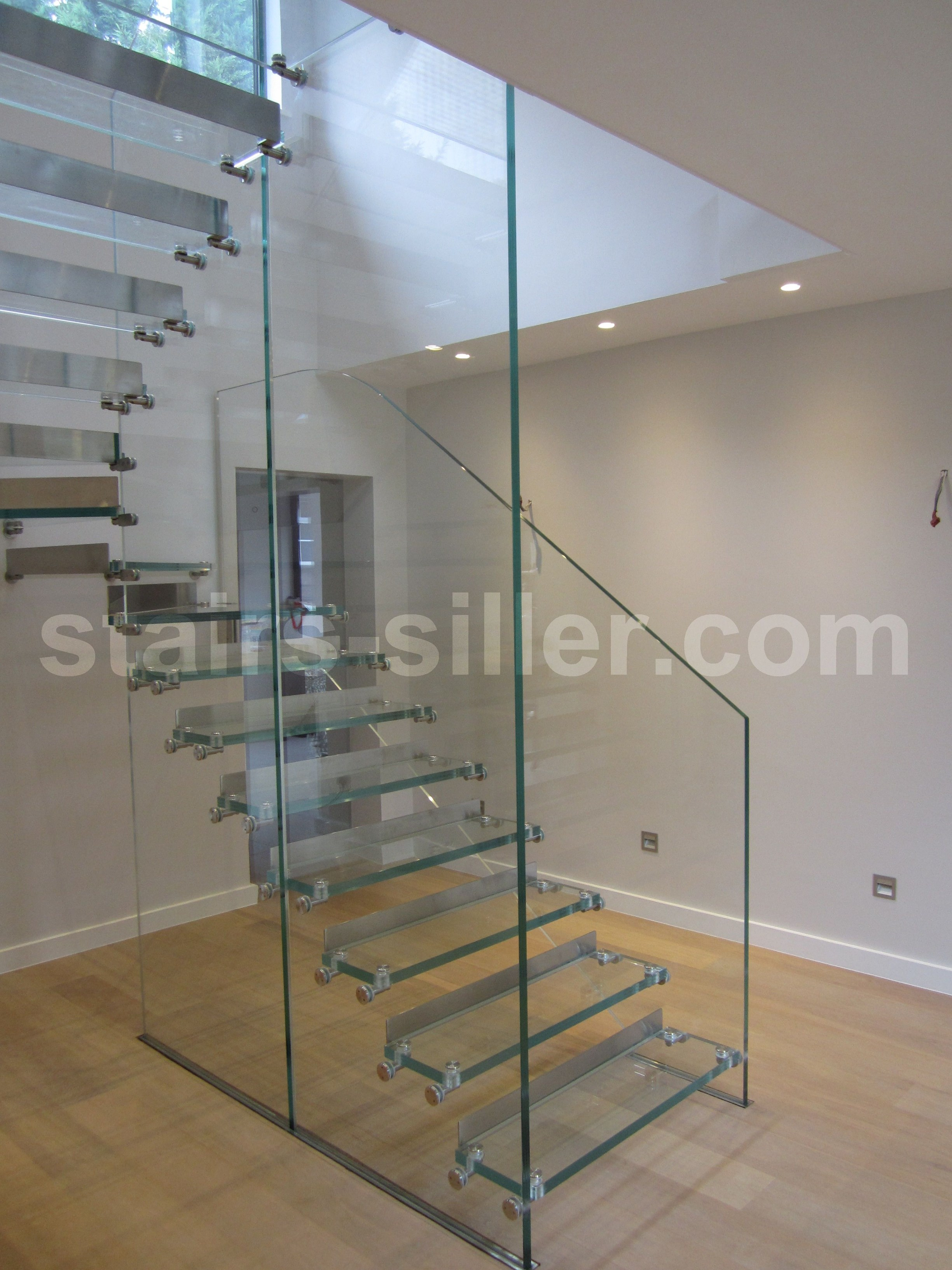 Self Supporting U Shaped Glass Open Staircase With Lateral