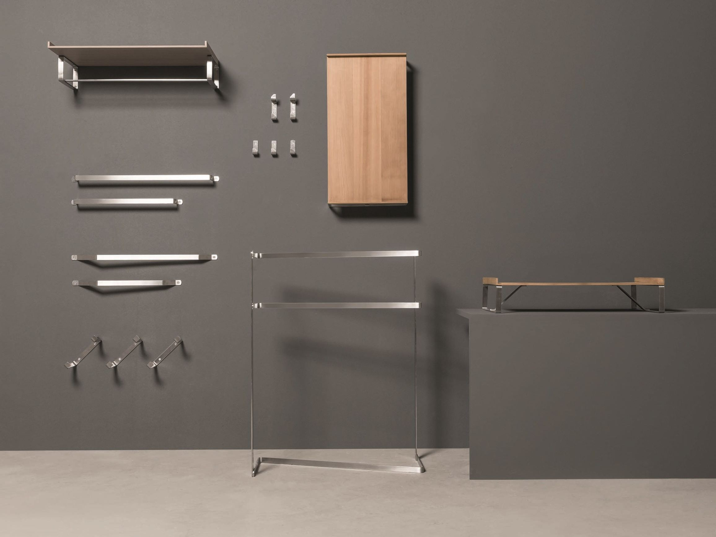 Porta asciugamani a barra da terra collezione twenty by makro design giulio gianturco - Porta asciugamani da bagno ...