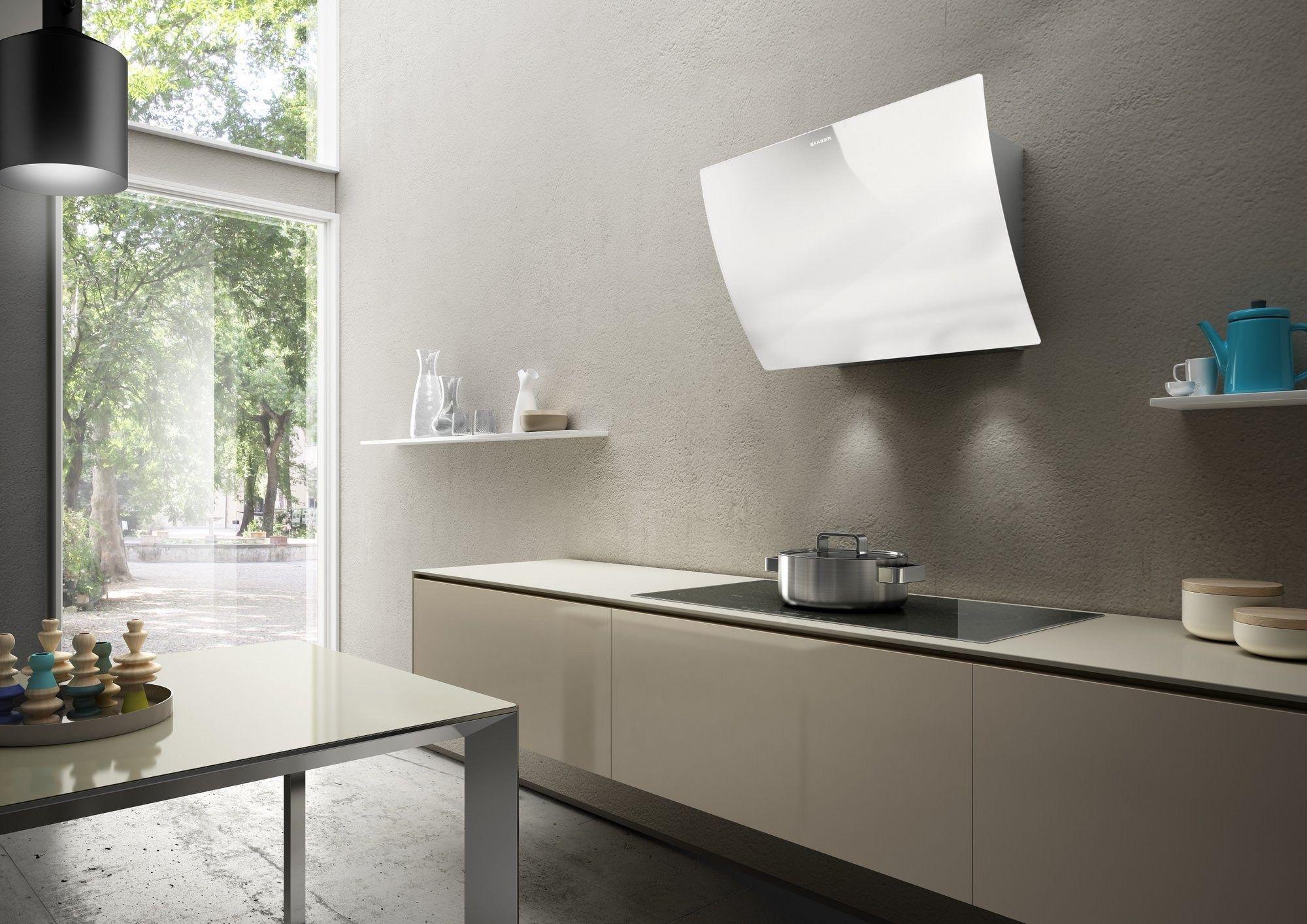 Cappa in vetro temperato a parete versus linea design for Cappa design