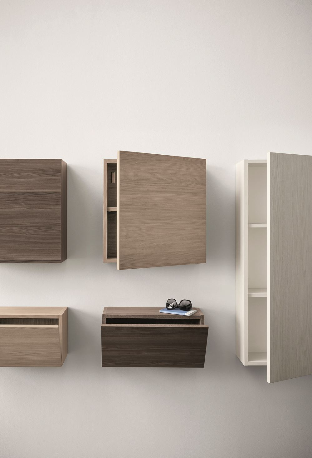 cinquanta h ngeschrank aus ulme by birex. Black Bedroom Furniture Sets. Home Design Ideas