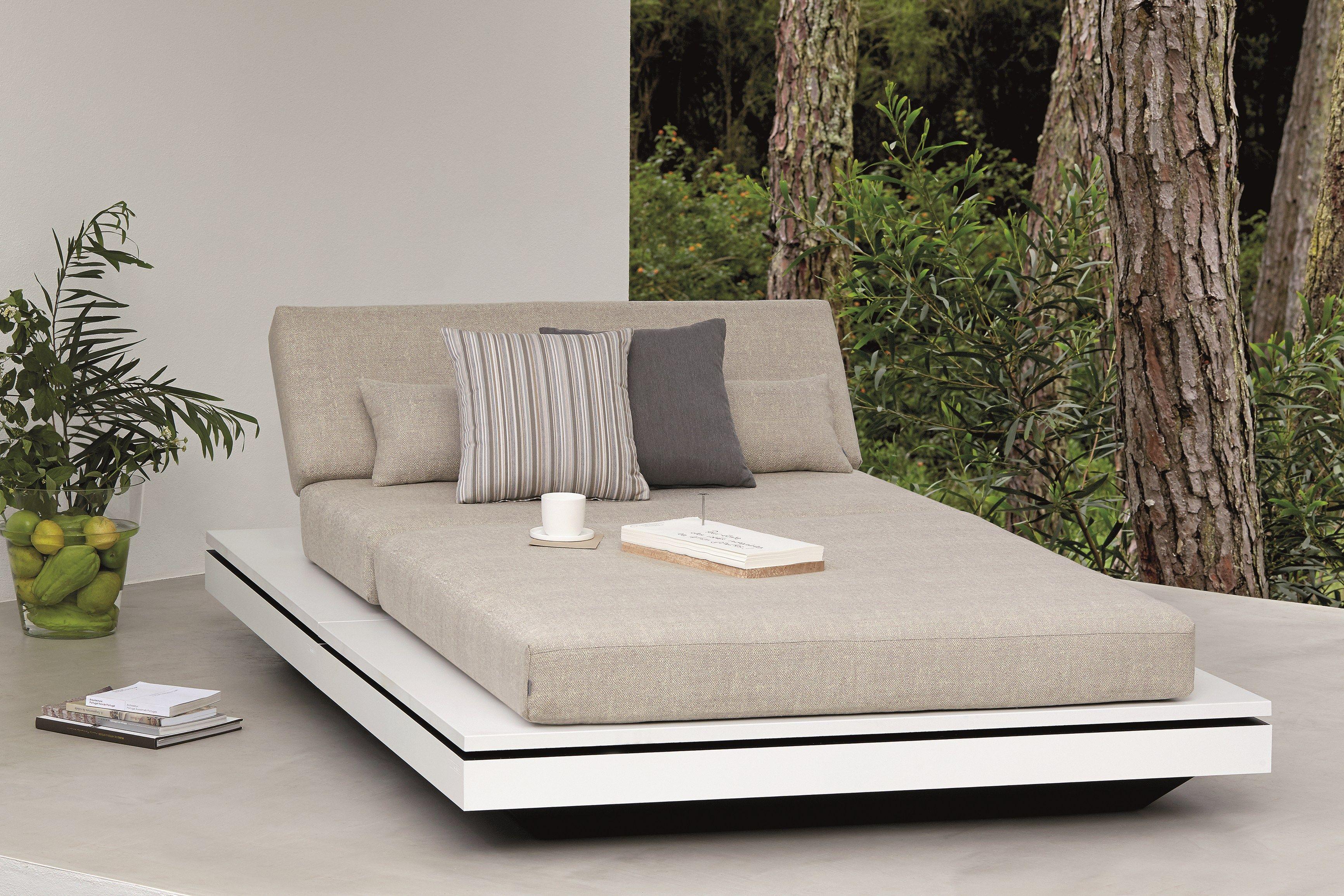 Elements letto da giardino by manutti design gerd couckhuyt for Letto giardino