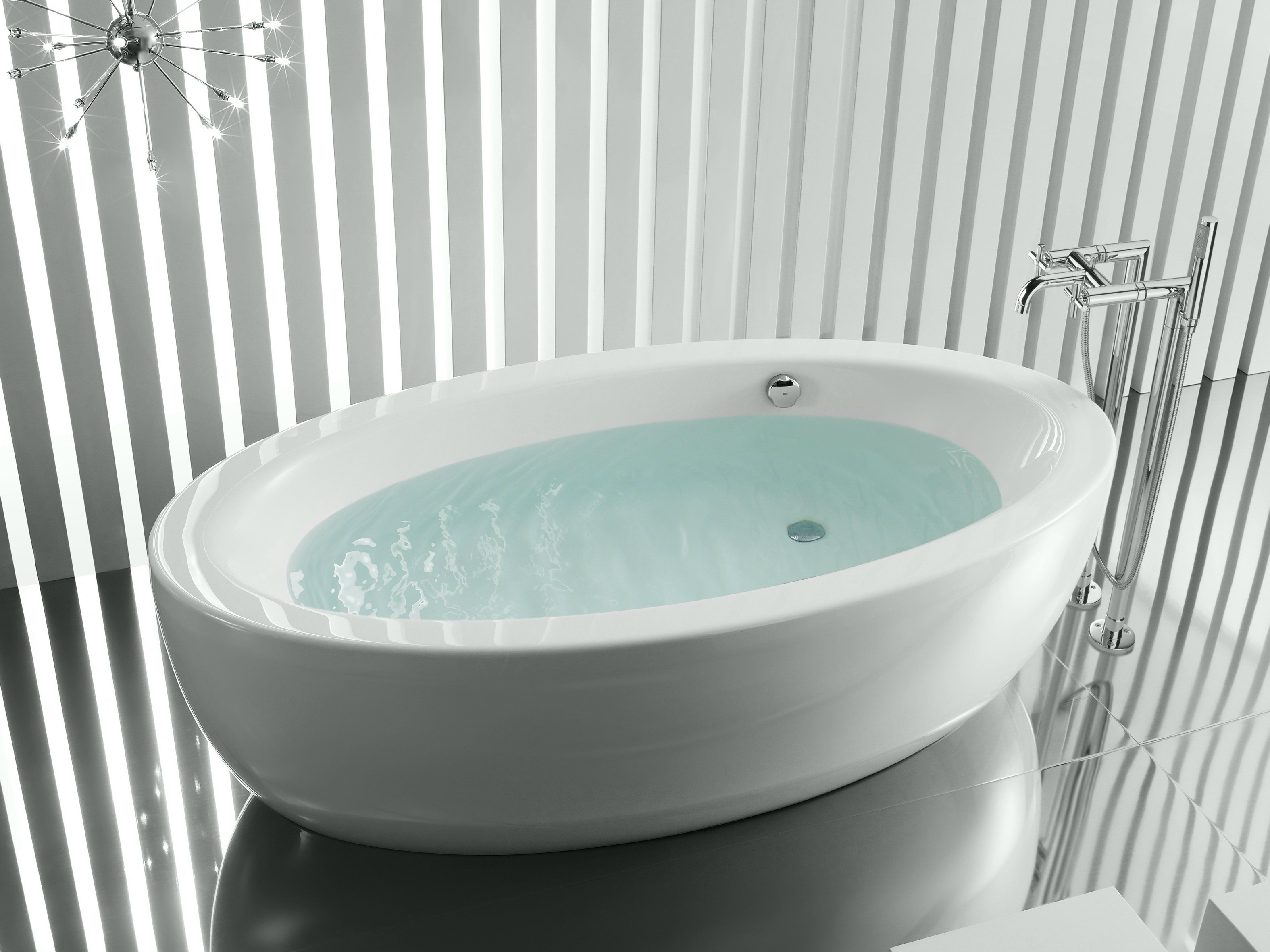 Freestanding oval bathtub georgia by roca for Oval tub sizes