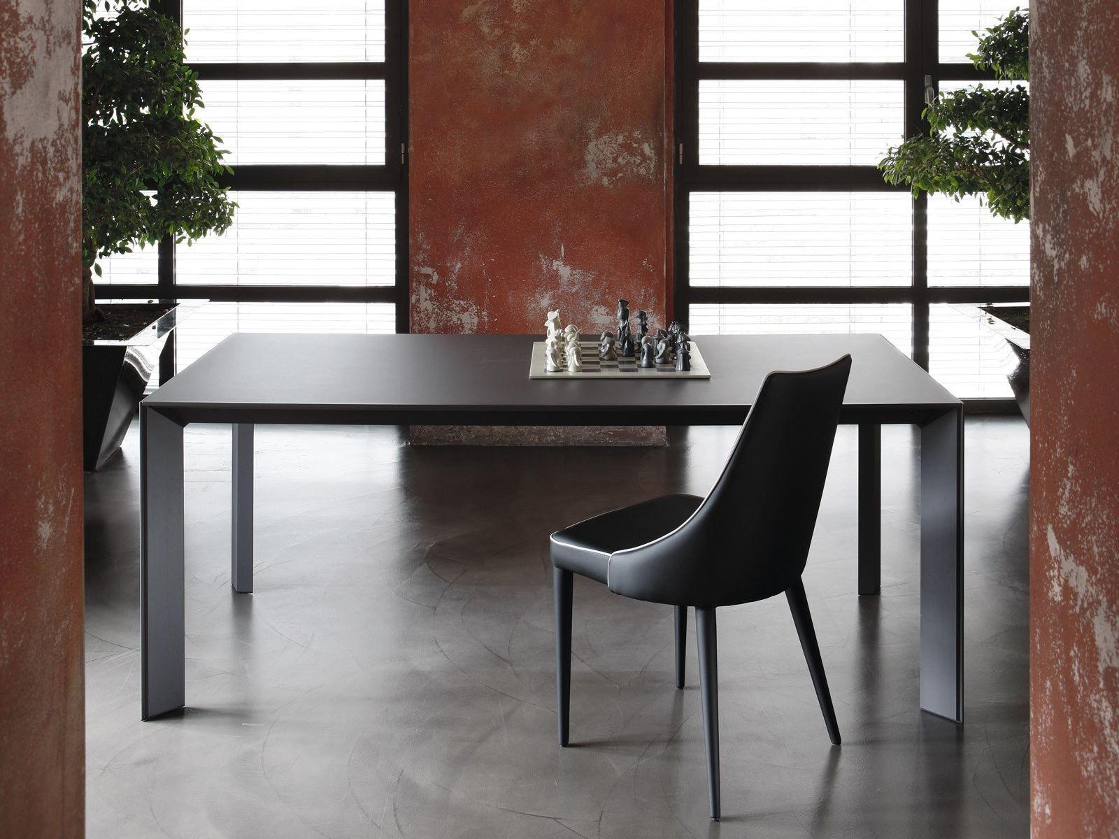 Tavolo rettangolare in acciaio e cristallo genio for Tavoli in cristallo e acciaio