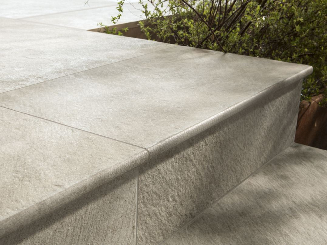 Porcelain stoneware outdoor floor tiles dual step by ceramiche caesar - Scale x esterno ...