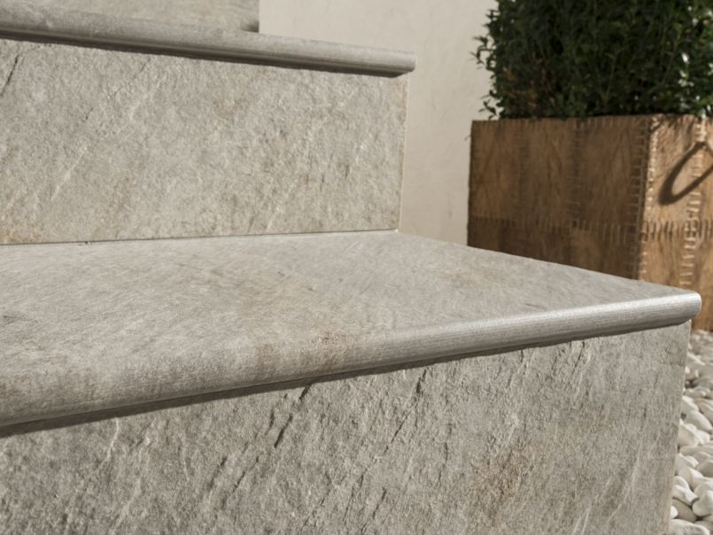 Porcelain stoneware outdoor floor tiles dual step by for Mattonelle per scale interne