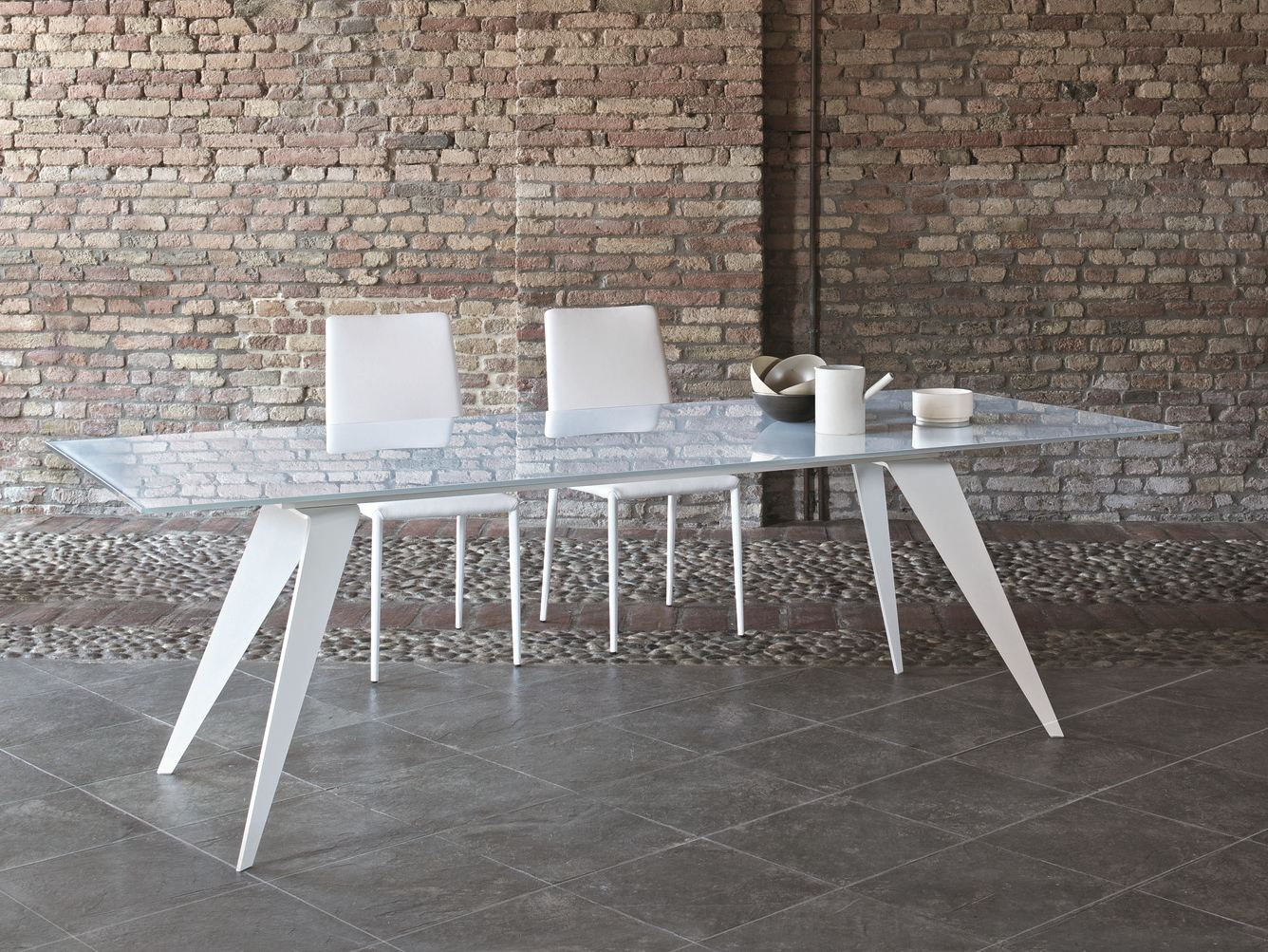 Ramos tavolo da salotto by bontempi design silvia varsi for Tavoli in cristallo e acciaio