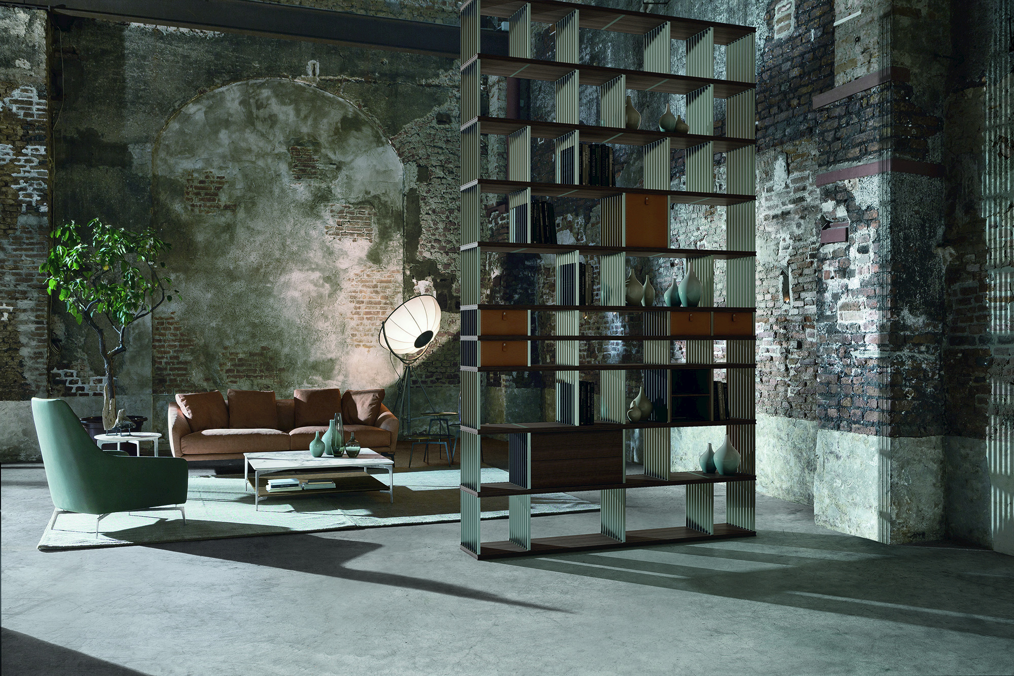 freistehendes double sided b cherregal aus stahl und holz. Black Bedroom Furniture Sets. Home Design Ideas