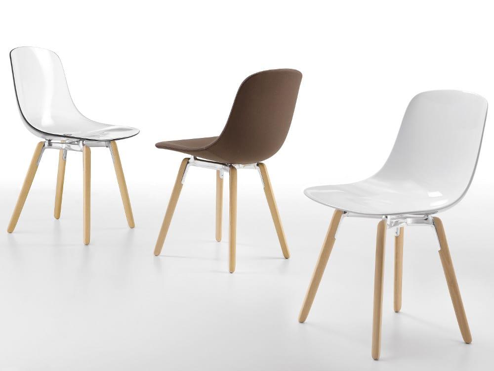 Sedia in plastica con gambe in legno sedia collezione pure for Sedie legno e plastica
