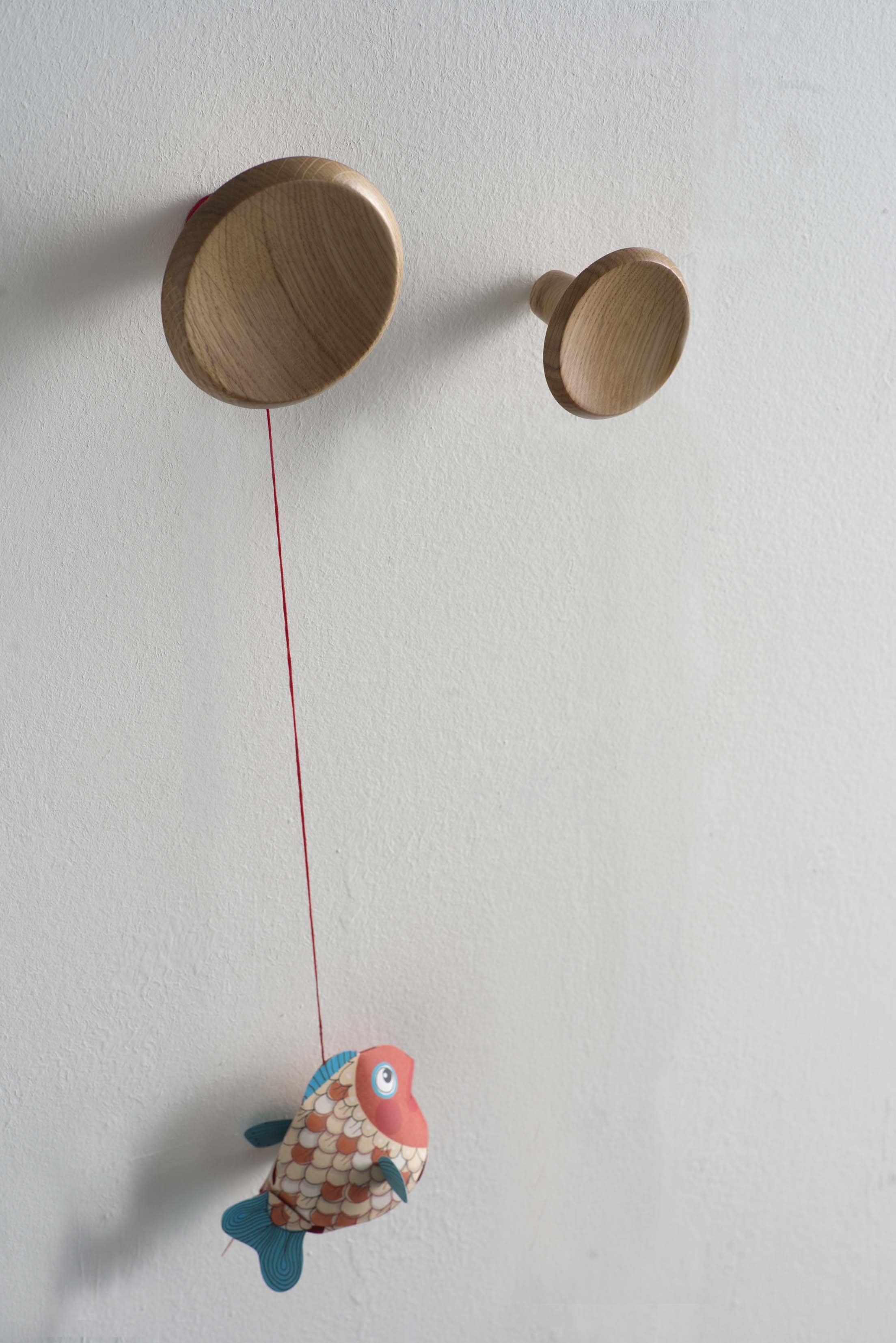 Porte manteau mural en bois de style contemporain pour enfants finferli by ex t design note for Porte manteau contemporain