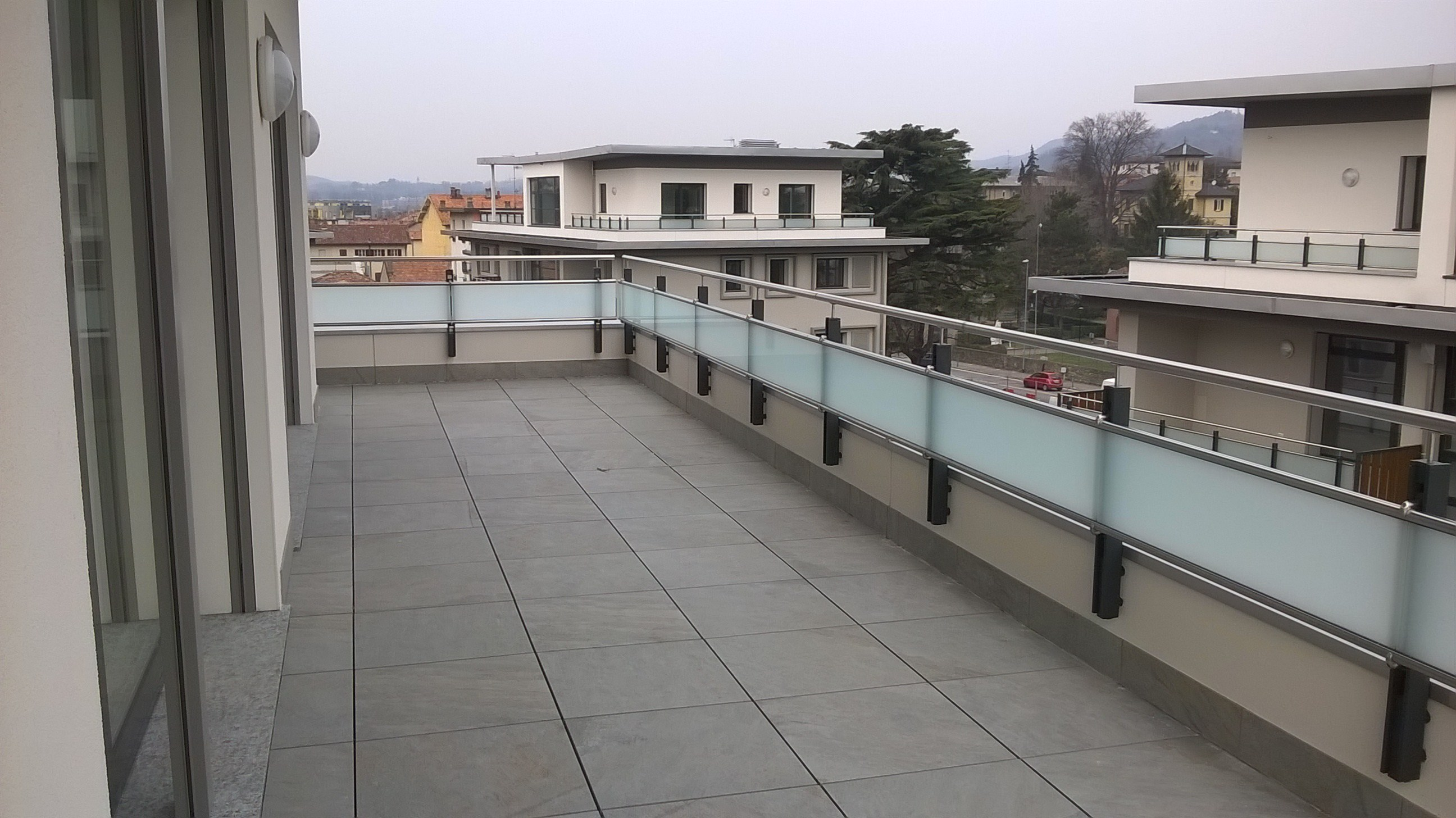 aluminium balustrade duo line by q railing italia. Black Bedroom Furniture Sets. Home Design Ideas