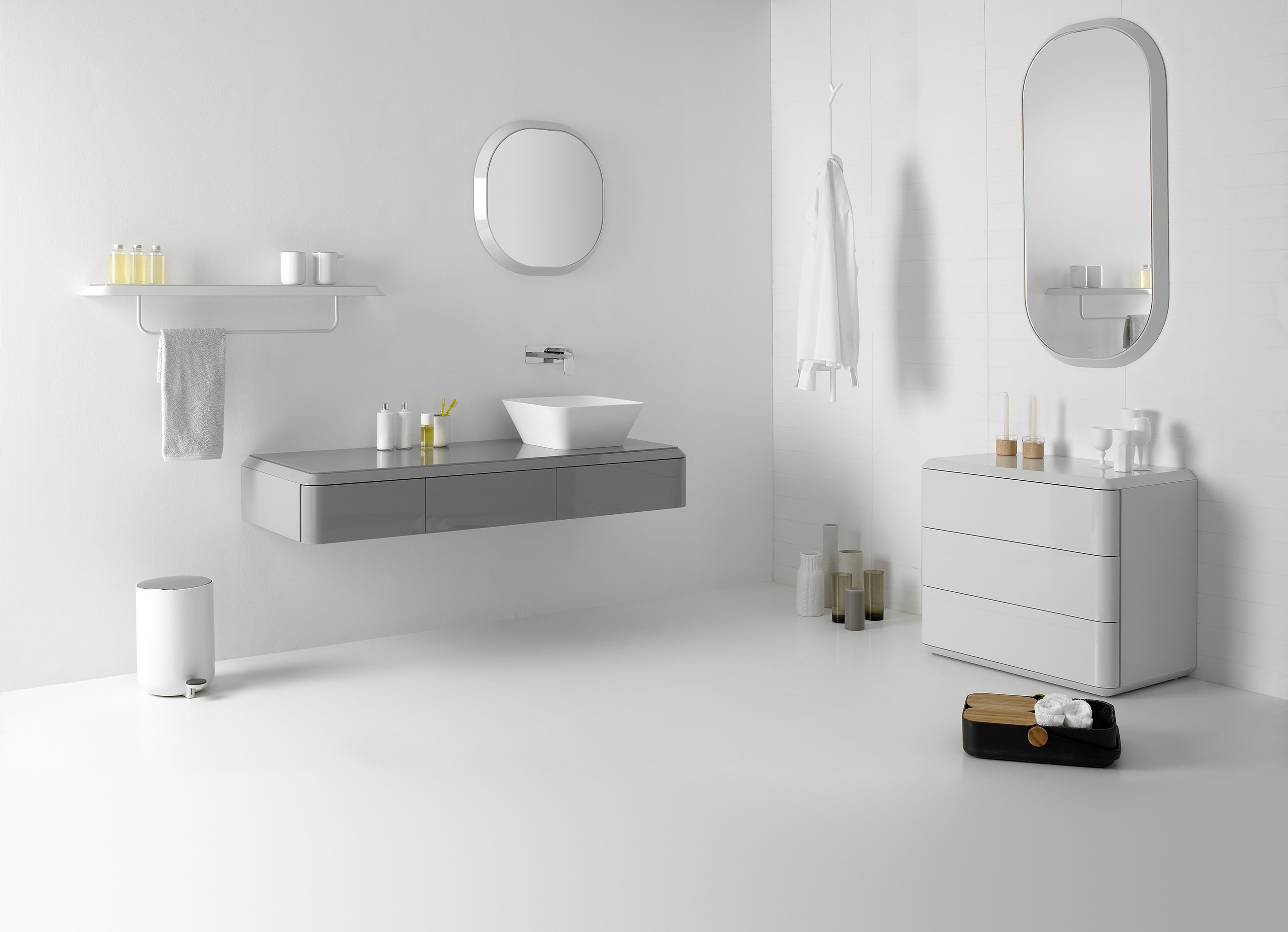 miroir avec cadre pour salle de bain miroir rond collection fluent by inbani design arik levy. Black Bedroom Furniture Sets. Home Design Ideas