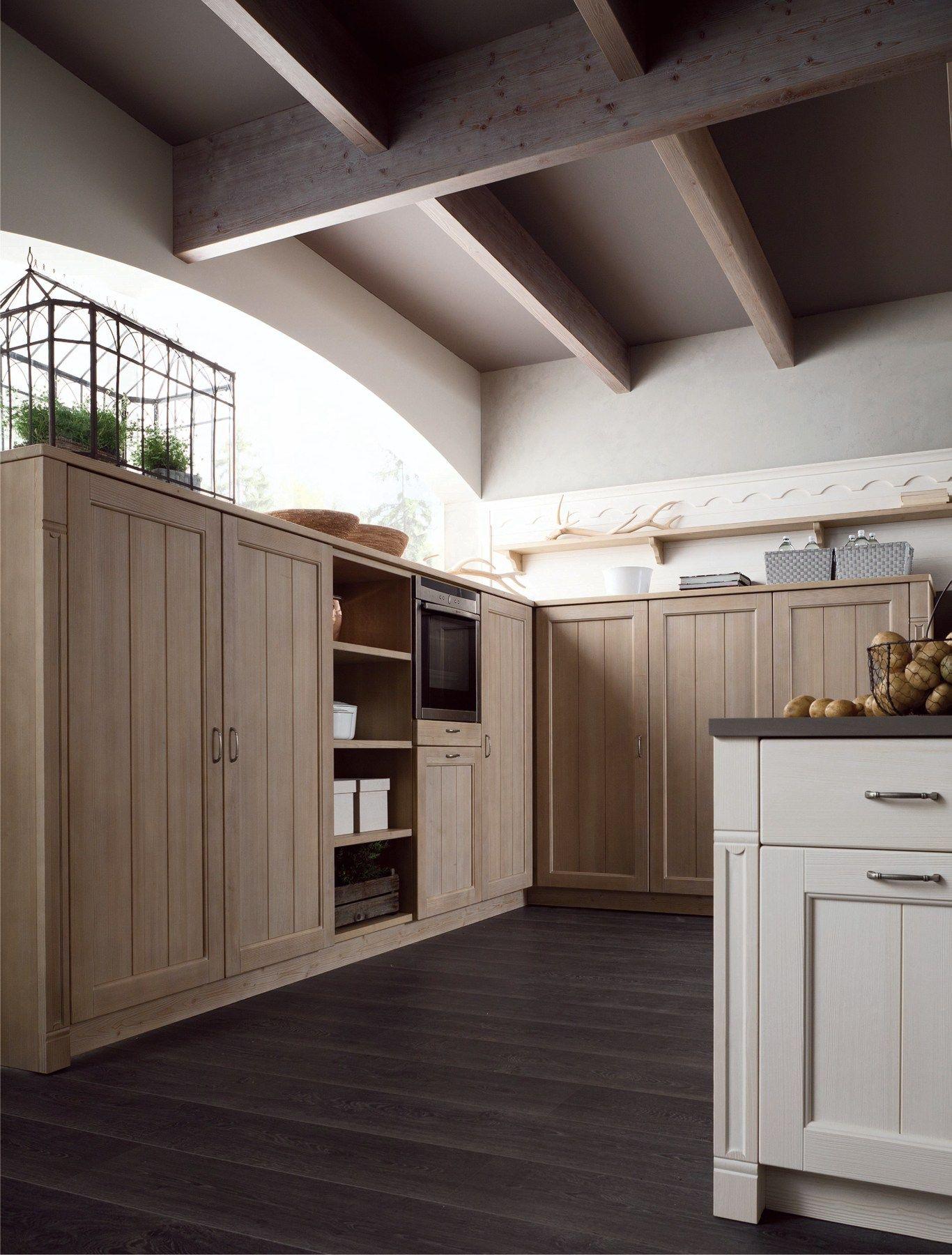 Cucina In Stile Rustico Con Penisola TABIÀ T01 By Scandola Mobili #4B5C36 1366 1800 Cucine Classiche Con Dispensa