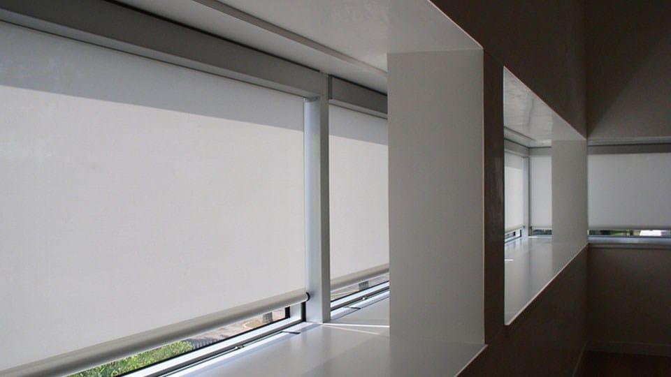 store enrouleur tamisant by studio 66. Black Bedroom Furniture Sets. Home Design Ideas