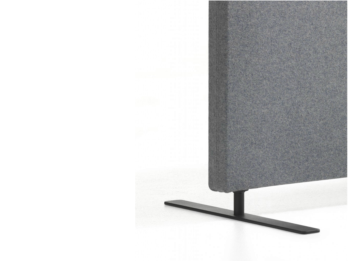 Soneo free standing workstation screen by abstracta for Free standing screen
