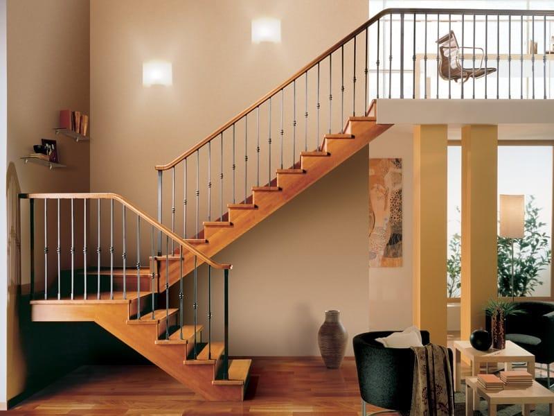 Escalera abierta de madera gara by rintal for Escaleras rintal