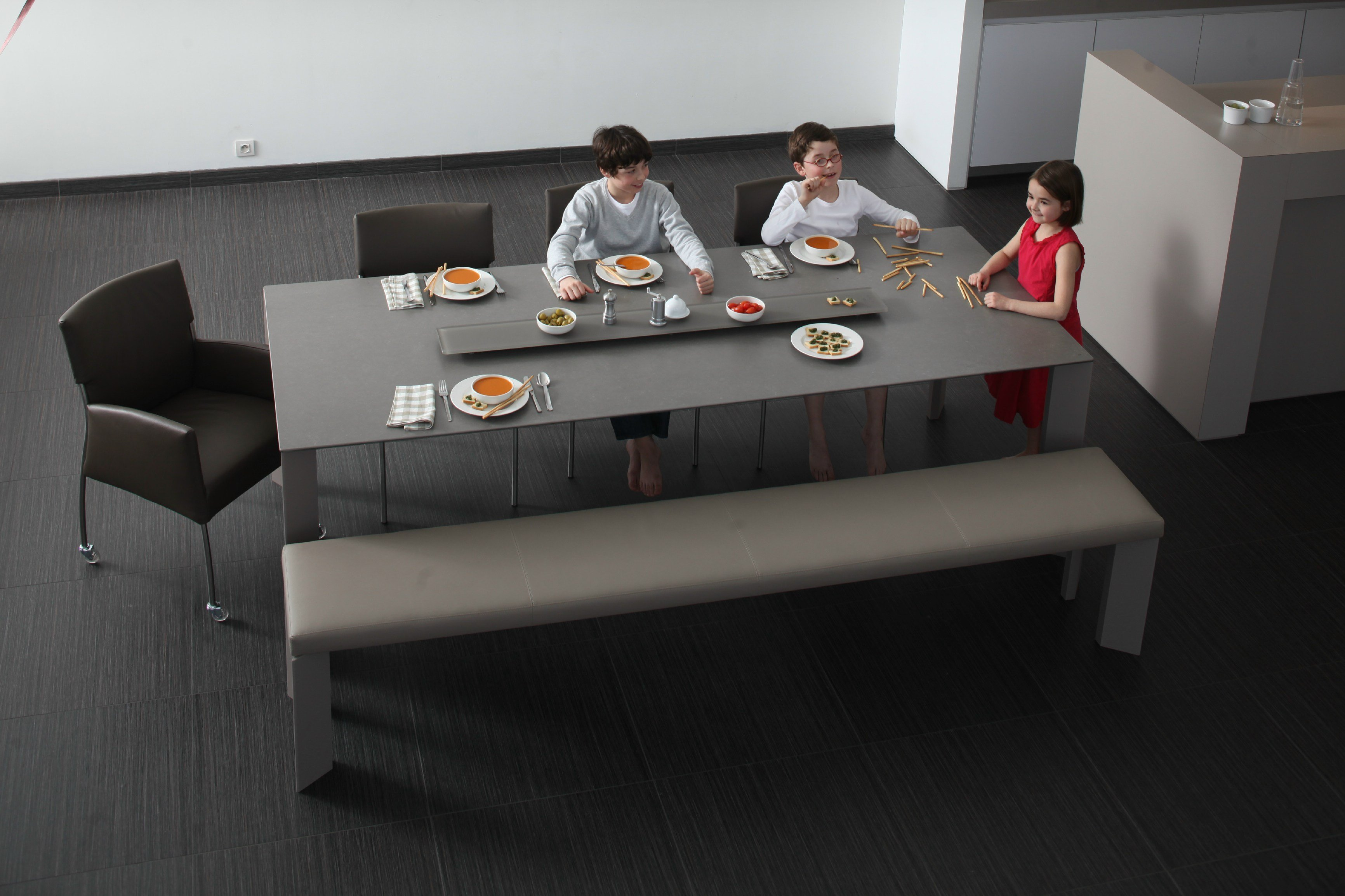 Panca per tavolo cucina: largo panca by joli design john ghekiere ...