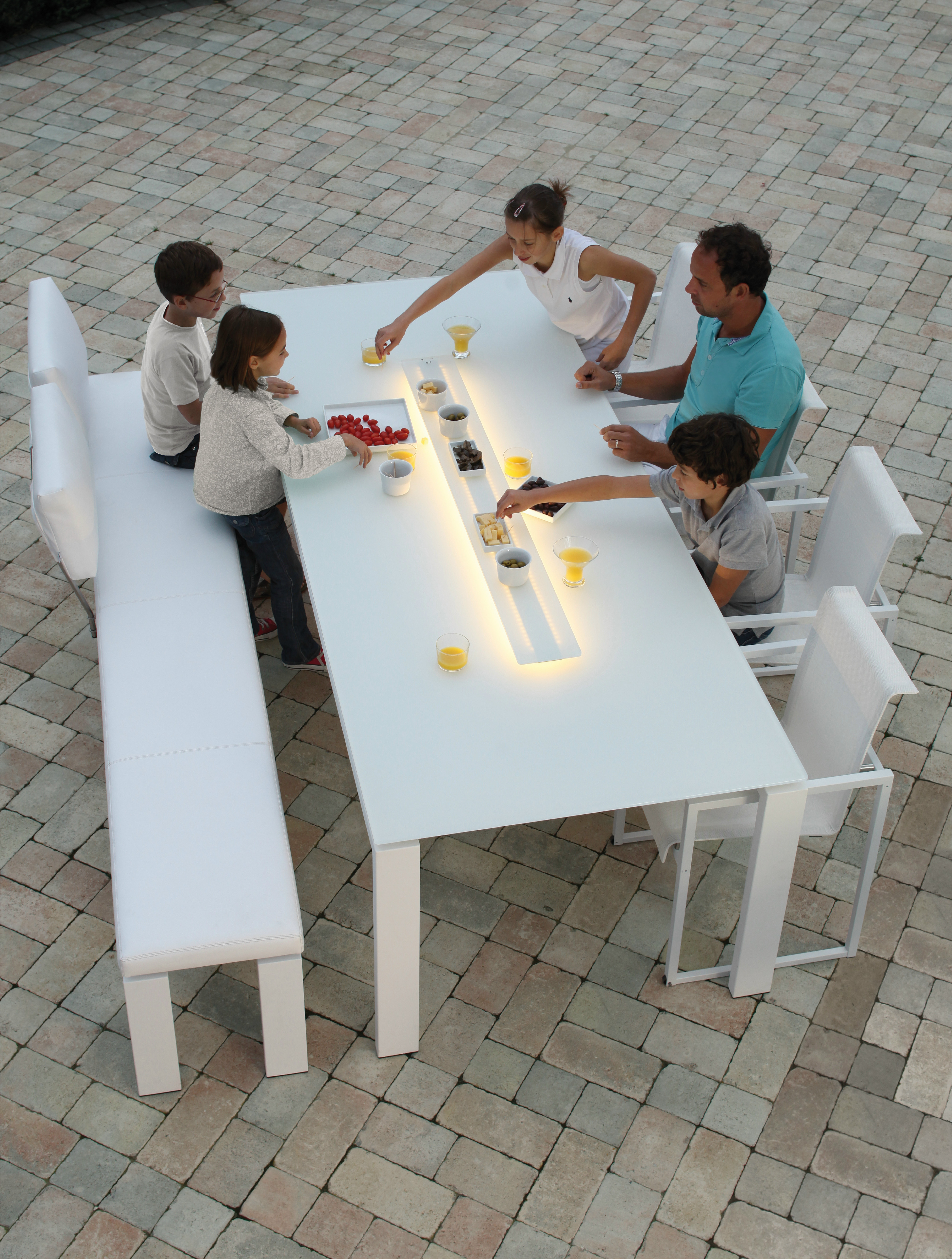 Wings table by joli for Table exterieur joli
