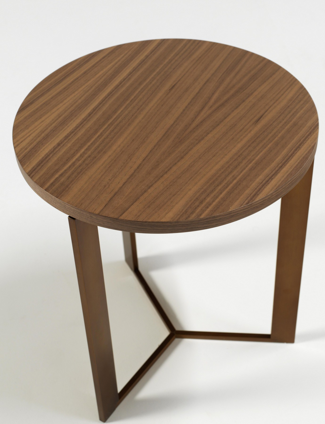 Gong walnut coffee table by amura for Prem table 99 00