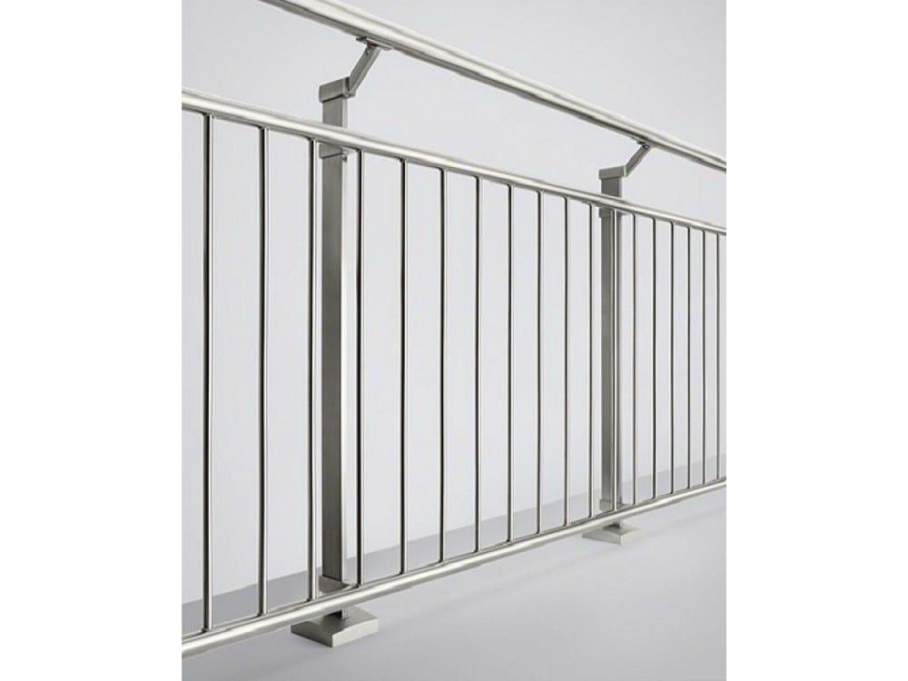 linear line gel nder aus stahl und glas by q railing italia. Black Bedroom Furniture Sets. Home Design Ideas
