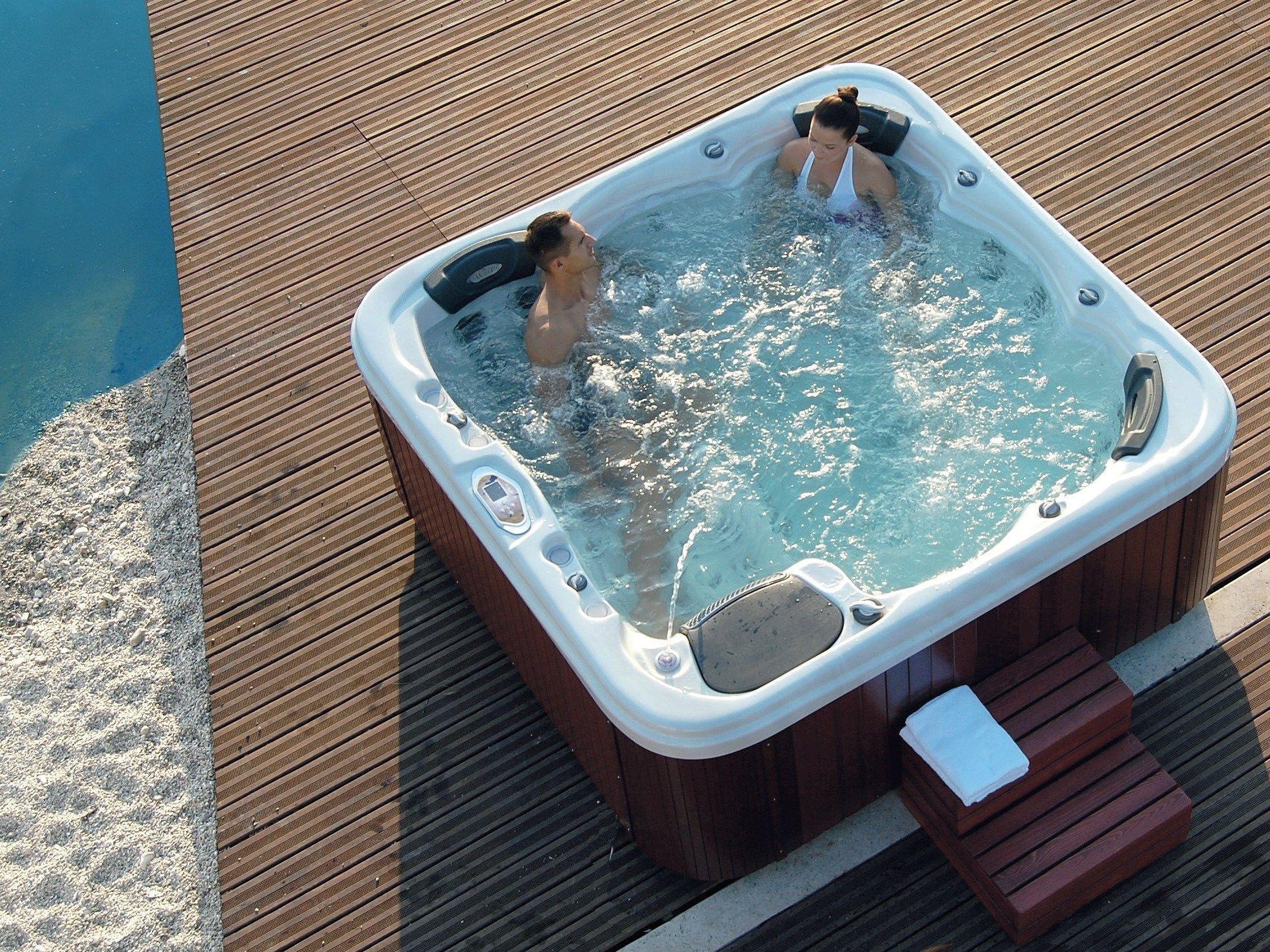 square hydromassage hot tub 6 seats dream by gruppo geromin. Black Bedroom Furniture Sets. Home Design Ideas