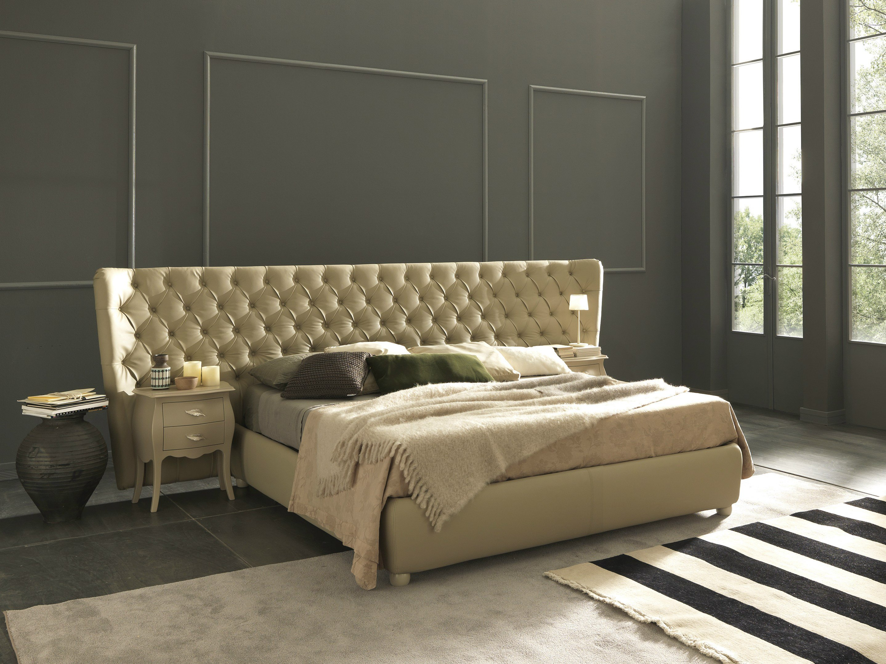 Double bed with tufted headboard selene extra large by for Table de lit