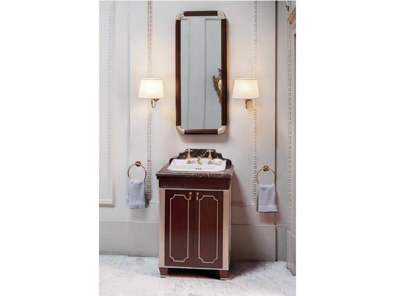 Mueble bajo lavabo de madera de estilo tradicional con for Mueble lavabo madera