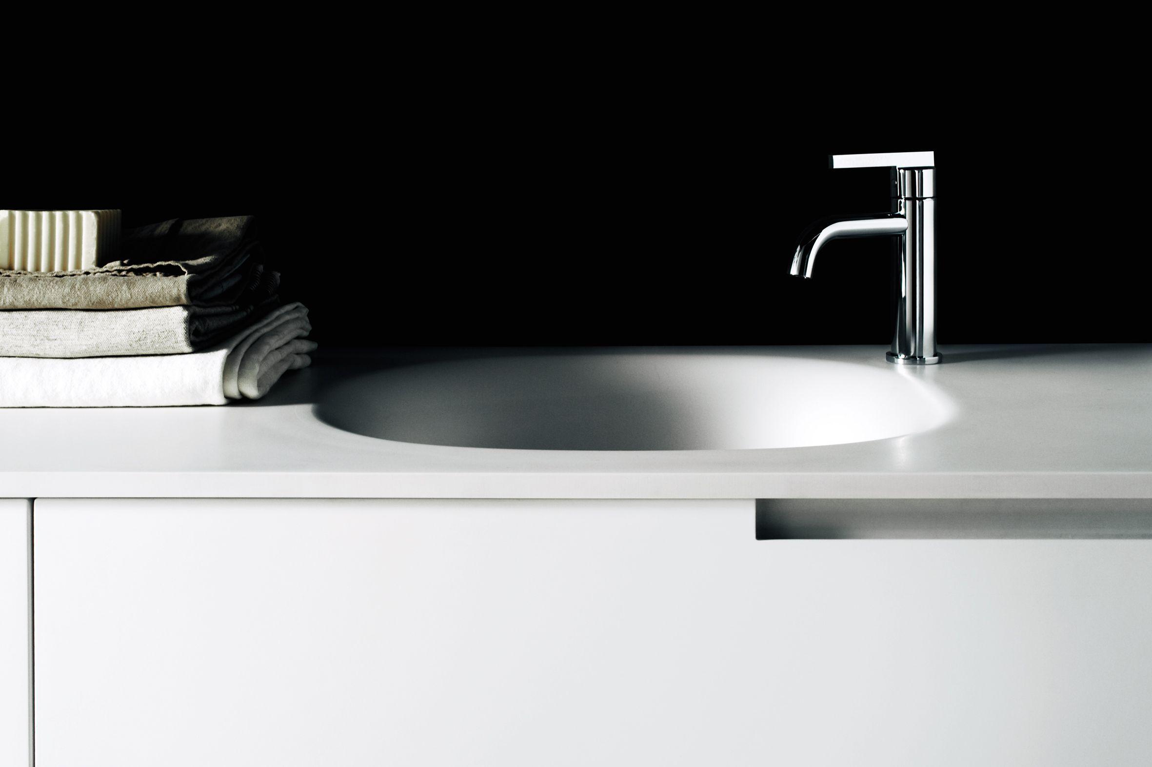 Móvel lavatório suspenso de Corian® DUEMILAOTTO Móvel lavatório  #726B4B 2362 1572