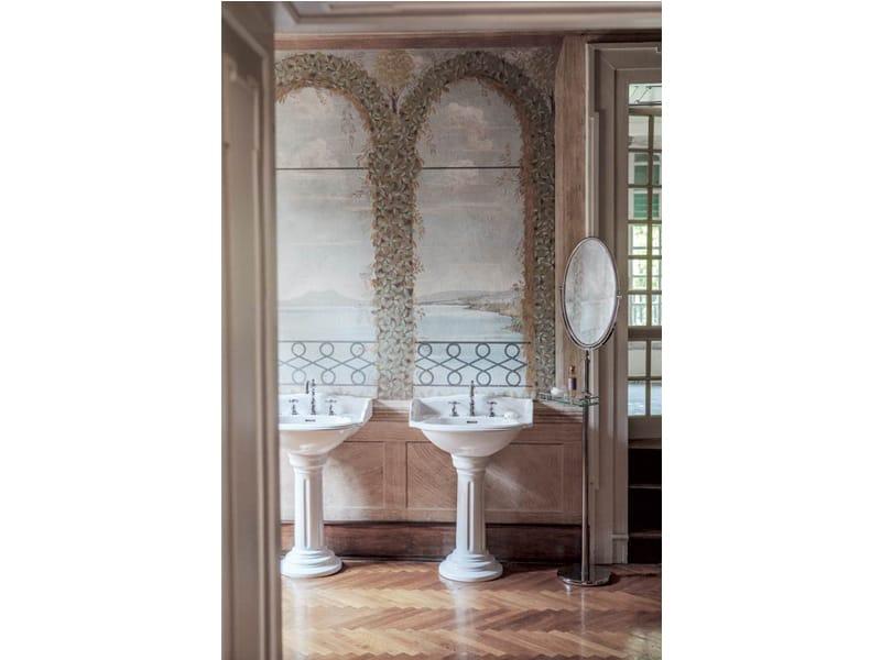 Specchio da terra ovale in stile classico per bagno joel specchio a terra by gentry home - Specchio bagno ovale ...