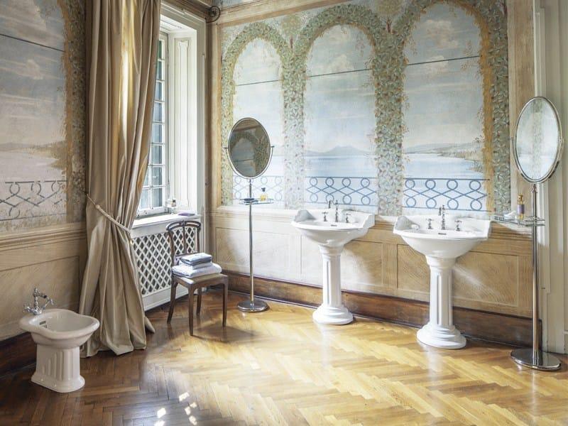 Specchio da terra ovale in stile classico per bagno joel specchio a terra by gentry home - Specchio ovale da terra ...