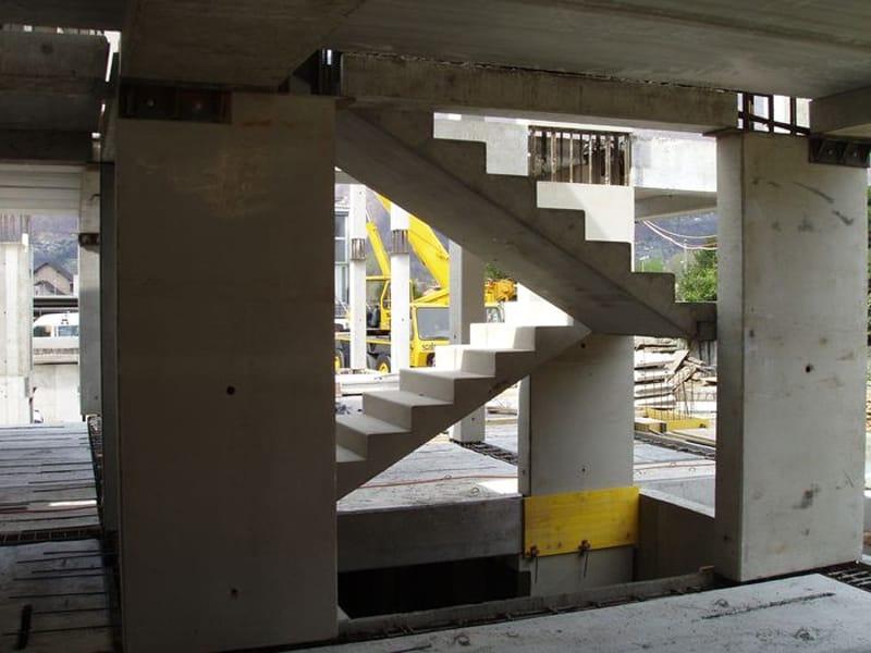 Escalera abierta by ape