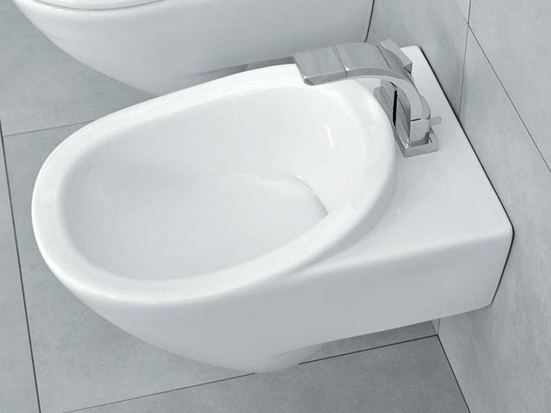 Bidet sospeso in ceramica linea io by ceramica flaminia for Architec bidet sospeso