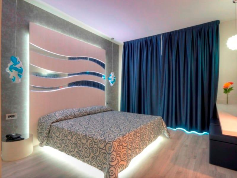 t te de lit haute pour chambre d 39 h tel onde by mobilspazio. Black Bedroom Furniture Sets. Home Design Ideas