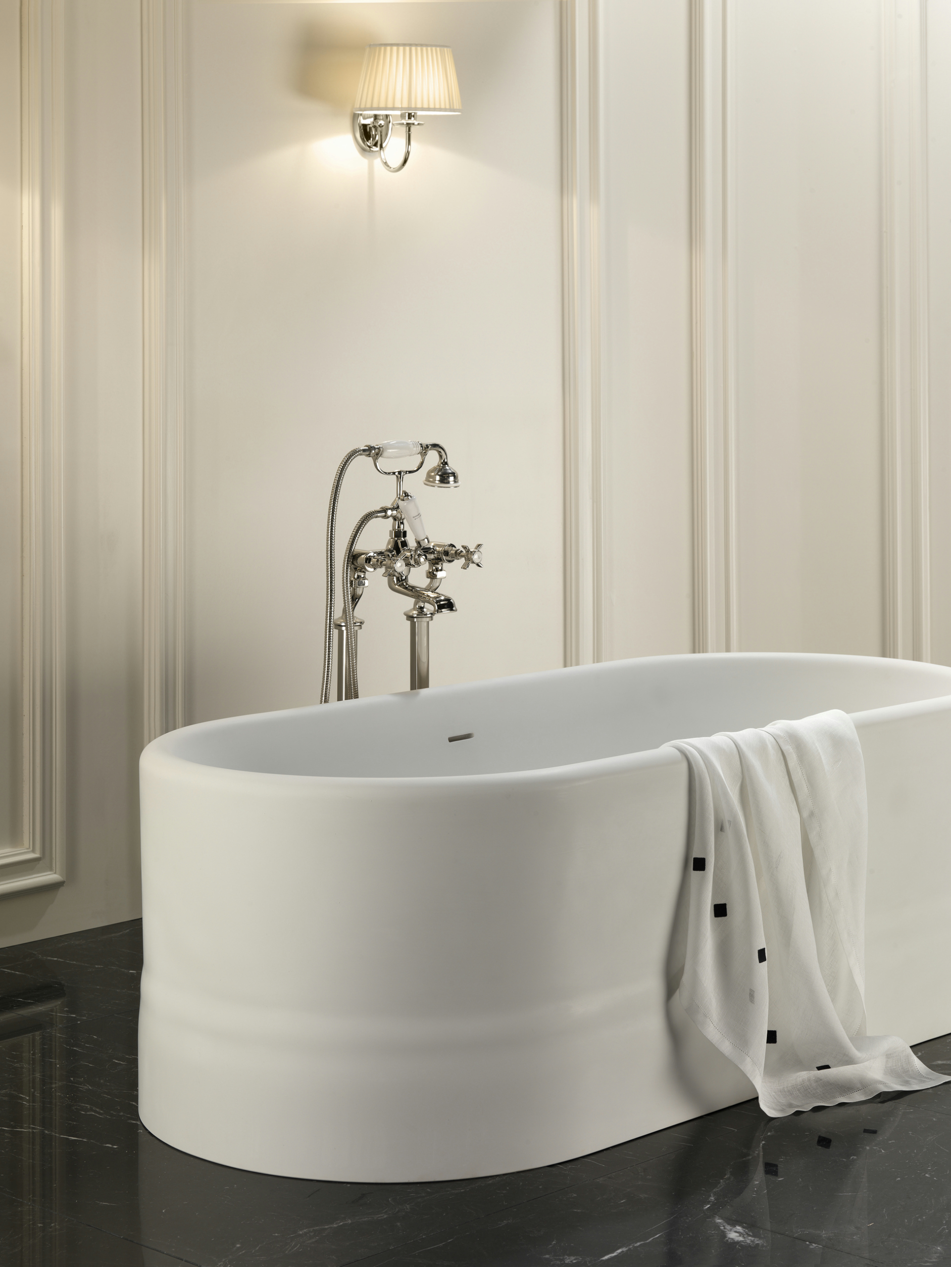 oval bathtub diva by devon devon. Black Bedroom Furniture Sets. Home Design Ideas