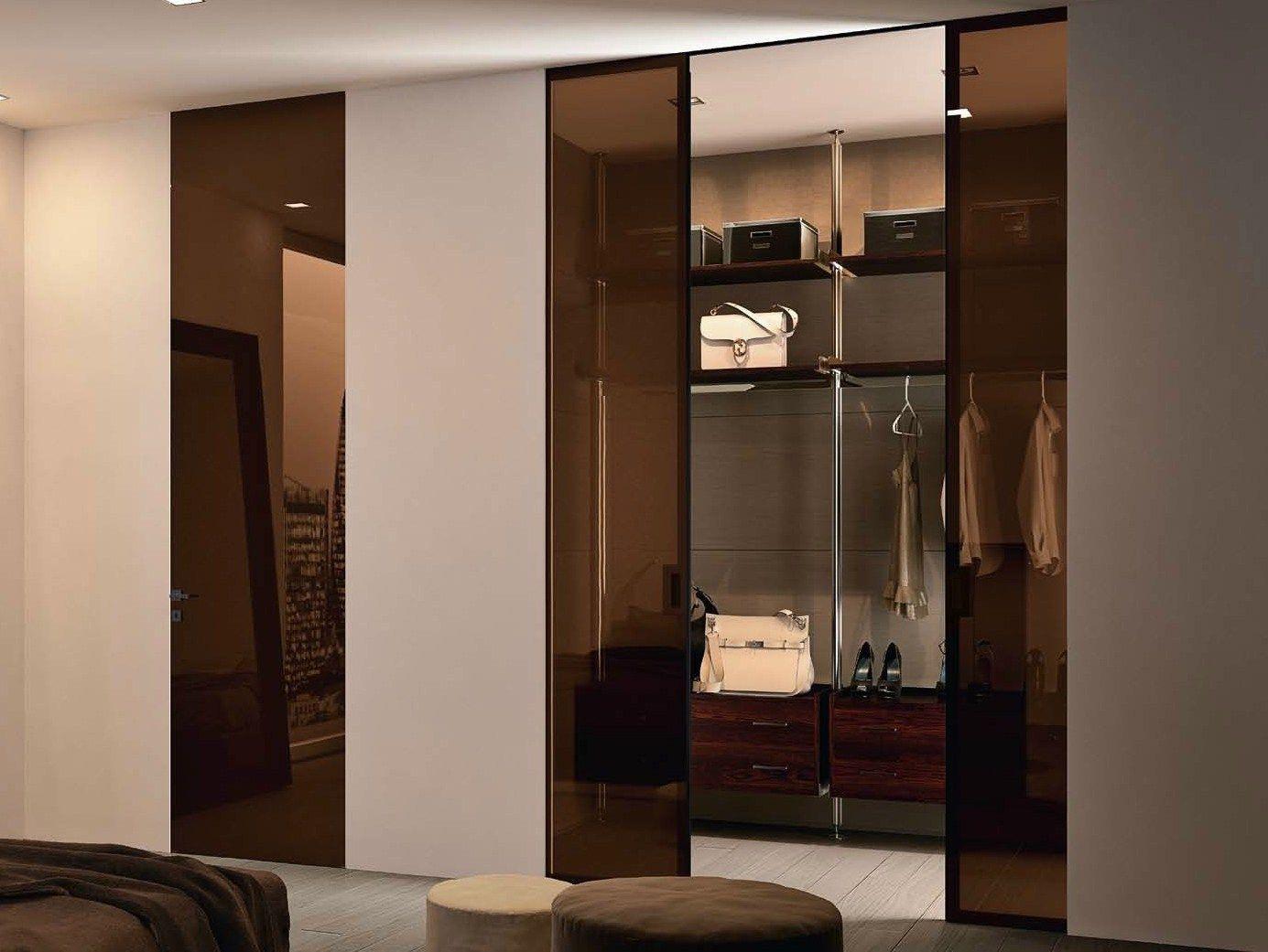 Porte coulissante galandage en verre color bisystem s rie design by garofoli - Porte scorrevoli ad angolo ...