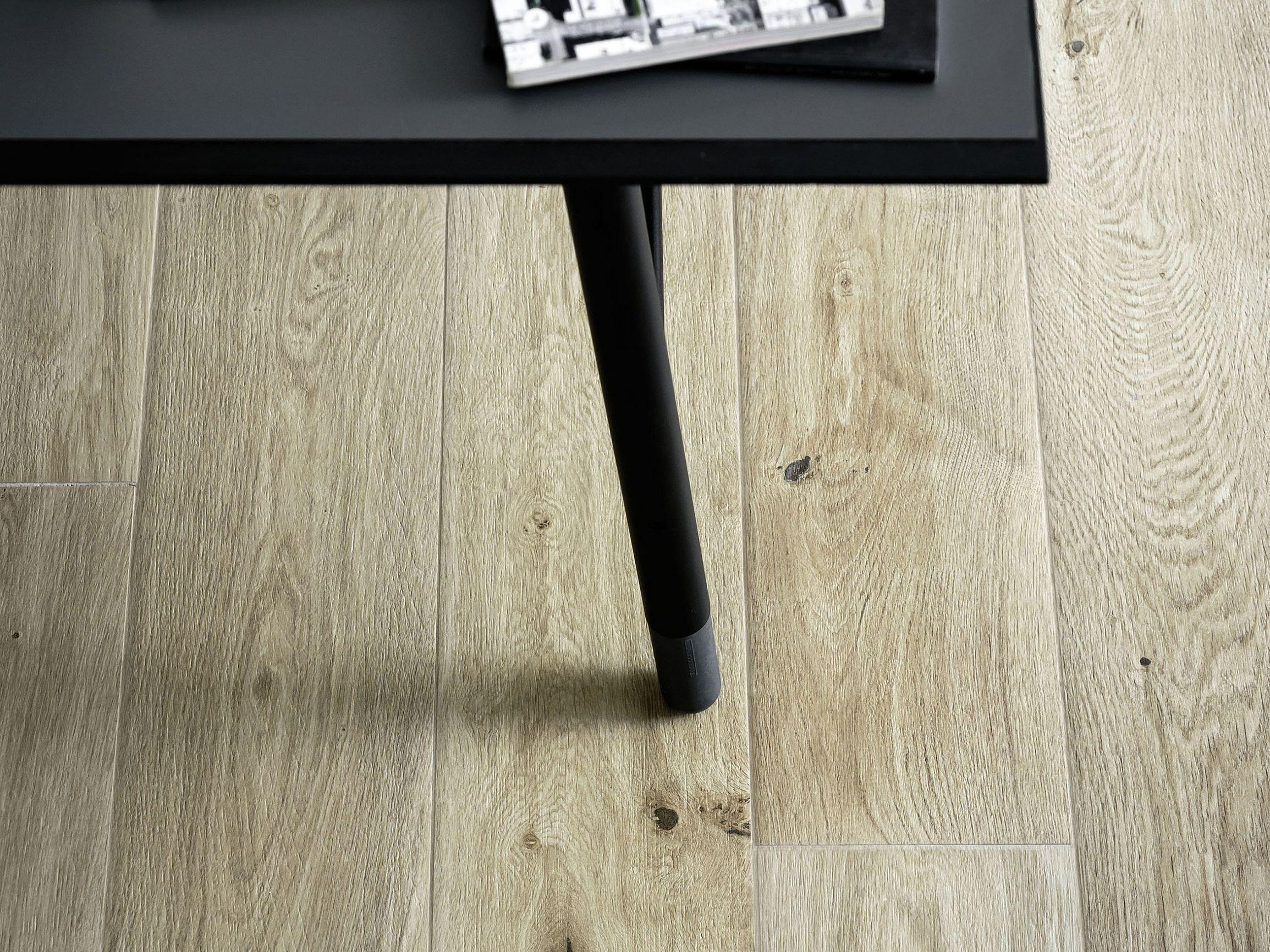 Pavimento de gres porcel nico imitaci n madera treverkever - Gres imitacion madera ...