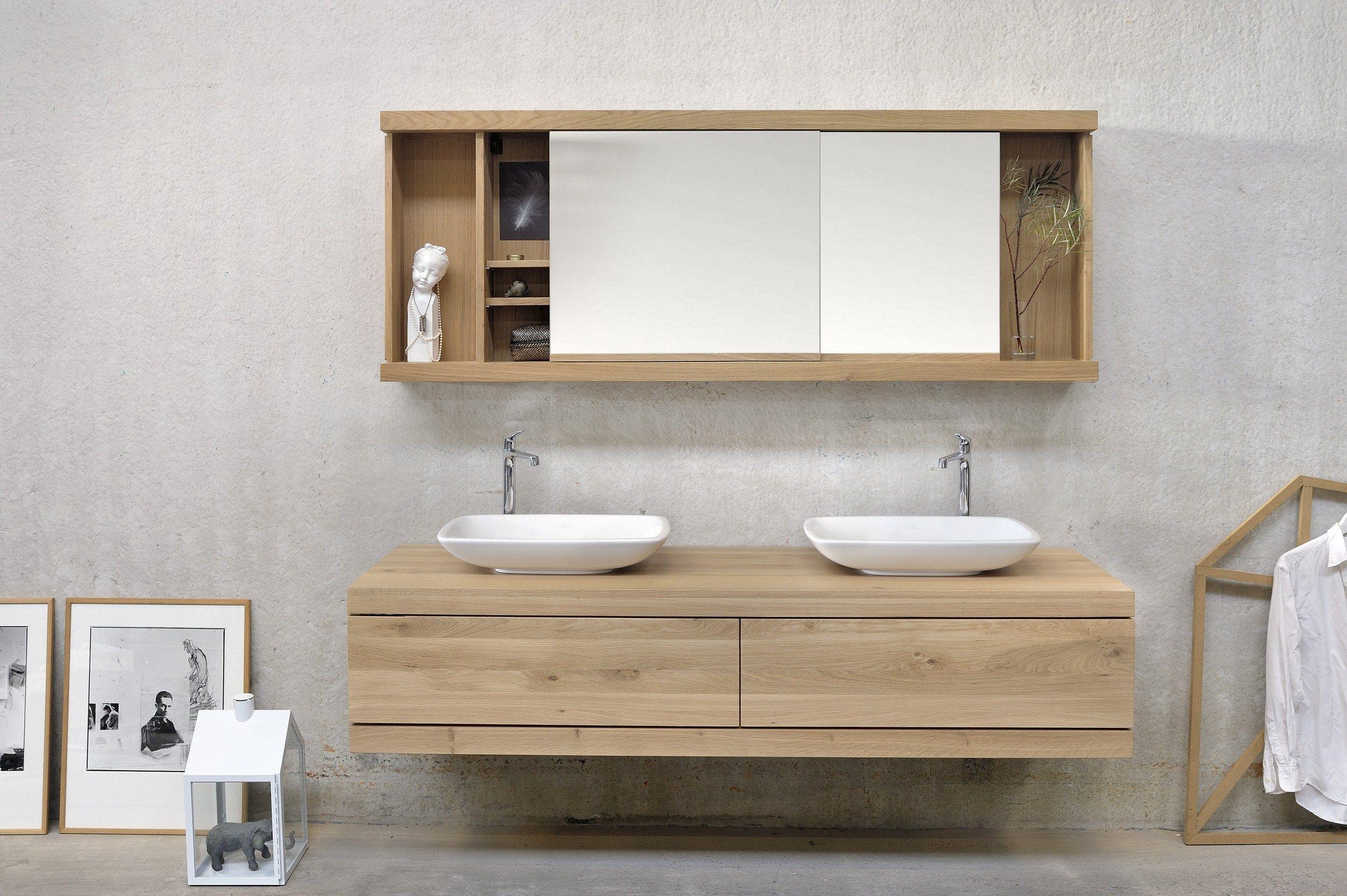 Oak cadence miroir avec rangement by ethnicraft for Produit pour salle de bain