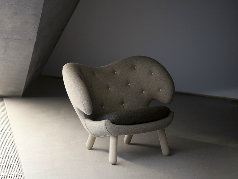 Pelican petit fauteuil capitonn by onecollection design finn juhl - Petit fauteuil capitonne ...